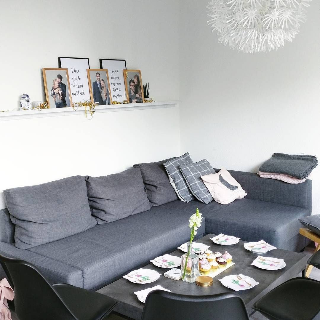 Interior inspiration skandinavisch cleanes wohnzimmer mit ikea friheten sofa beton couchtisch - Grau rosa wohnzimmer ...