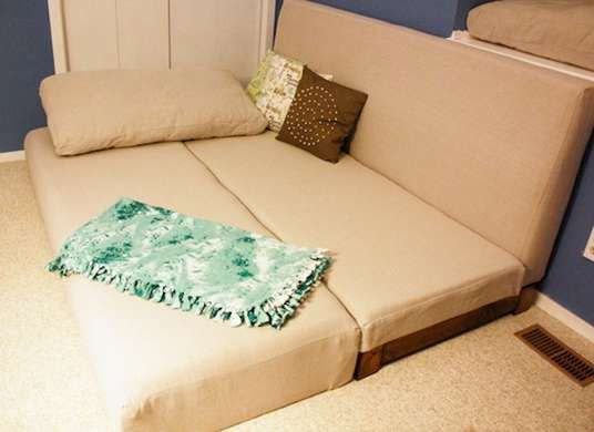 9 Inventive Ways To Build An Extra Bed Diy Sofa Bed Diy Couch Diy Sofa