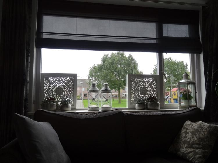 Raam decoratie tegen inkijk window living room room for Decoratie raam