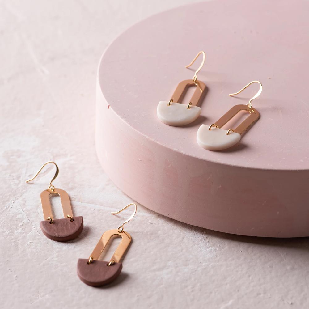 Rusty Mist Earrings In 2020 Rusty Rose Rose Earrings Joanna Gaines Jewelry