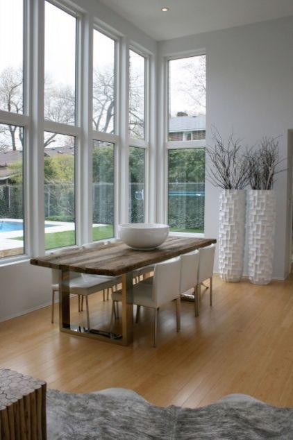 Une belle maison moderne en noir et blanc   Modern dining rooms, The ...