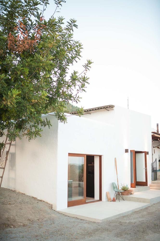 makeover auf ibiza alter stall wird zum schicken g stehaus wohnen im mediterranen stil. Black Bedroom Furniture Sets. Home Design Ideas