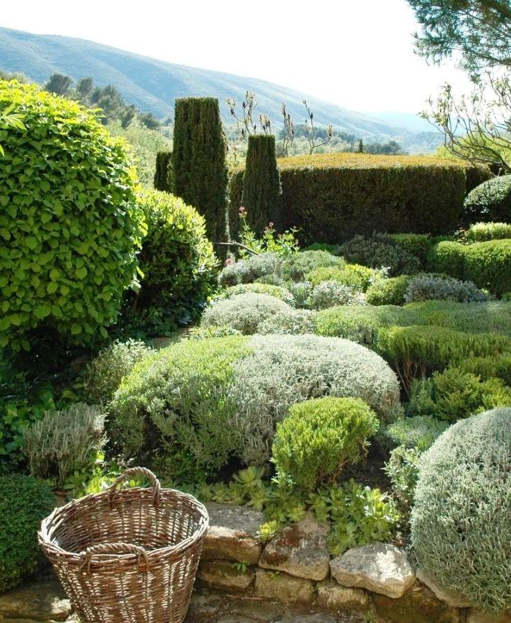 Nicole De Vésian S Iconic Garden Jardin La Louve Bonnieux Provence Alpes