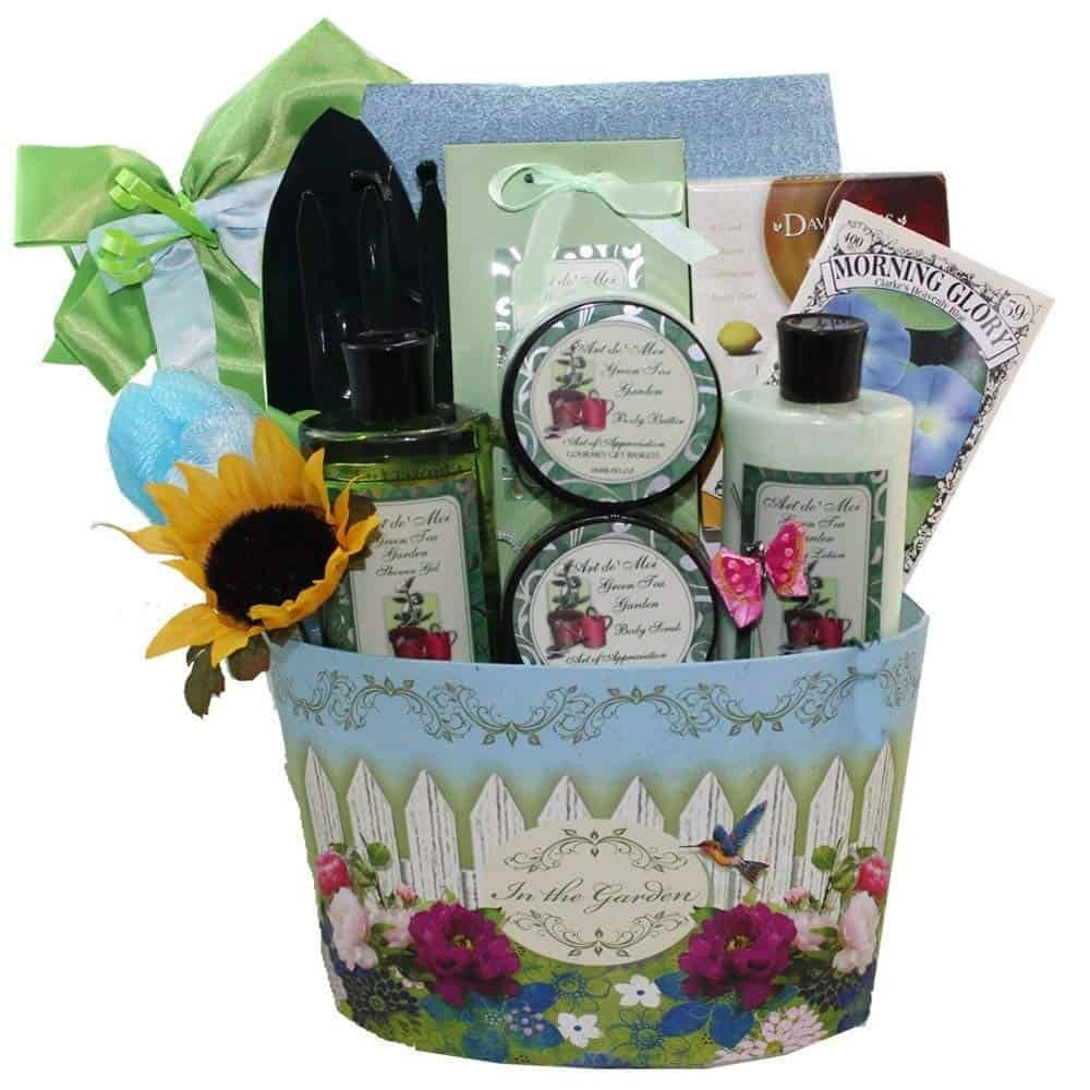 Find The Perfect Gift For Gardener In Your Life Take A Look At These Gardening Gifts Mom Or Grandmas They Will Love