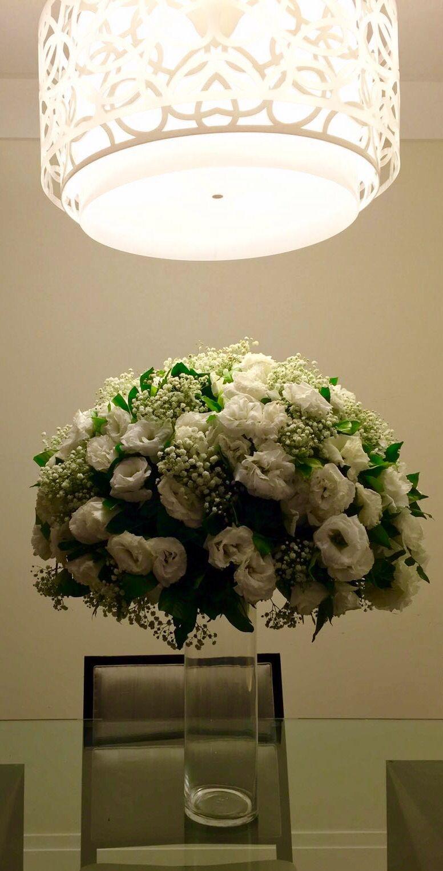 Arranjo floral com lisianthus brancos