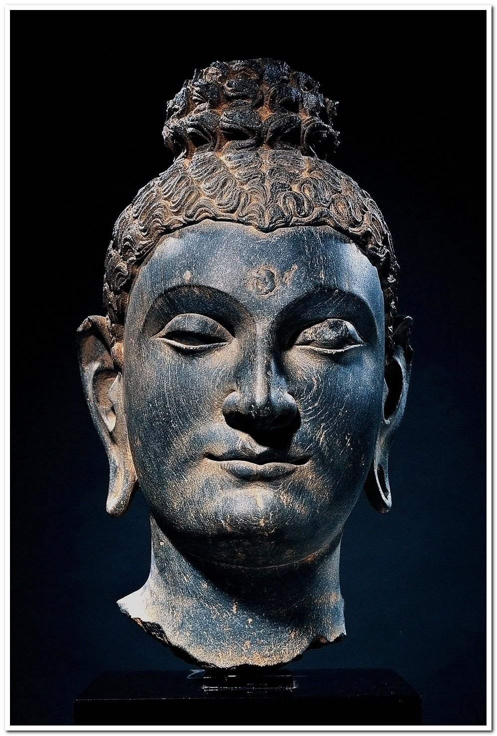 ead of Buddha (Kushan period, late 2nd-3rd century). Gandharan. Carved out of Phyllite