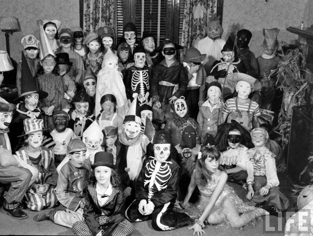 The internet is full of pictures featuring vintage Halloween ...