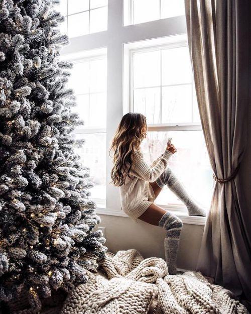 40 Christmas Tree Decorating Ideas To Copy Society19 Uk Christmas Tumblr Christmas Aesthetic Christmas Photoshoot