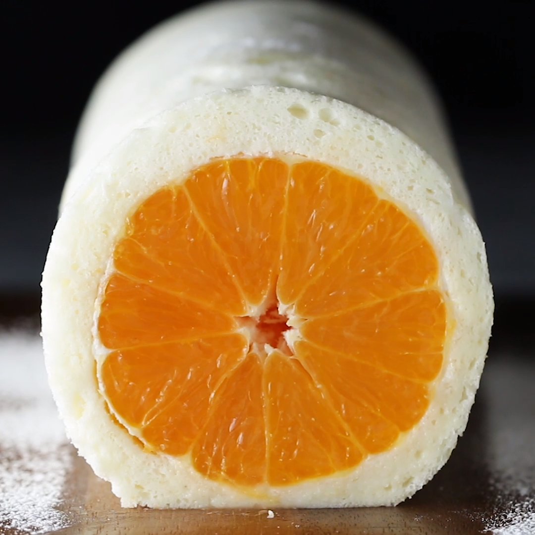 これぞ断面美。まるごとオレンジのホワイトロールケーキ