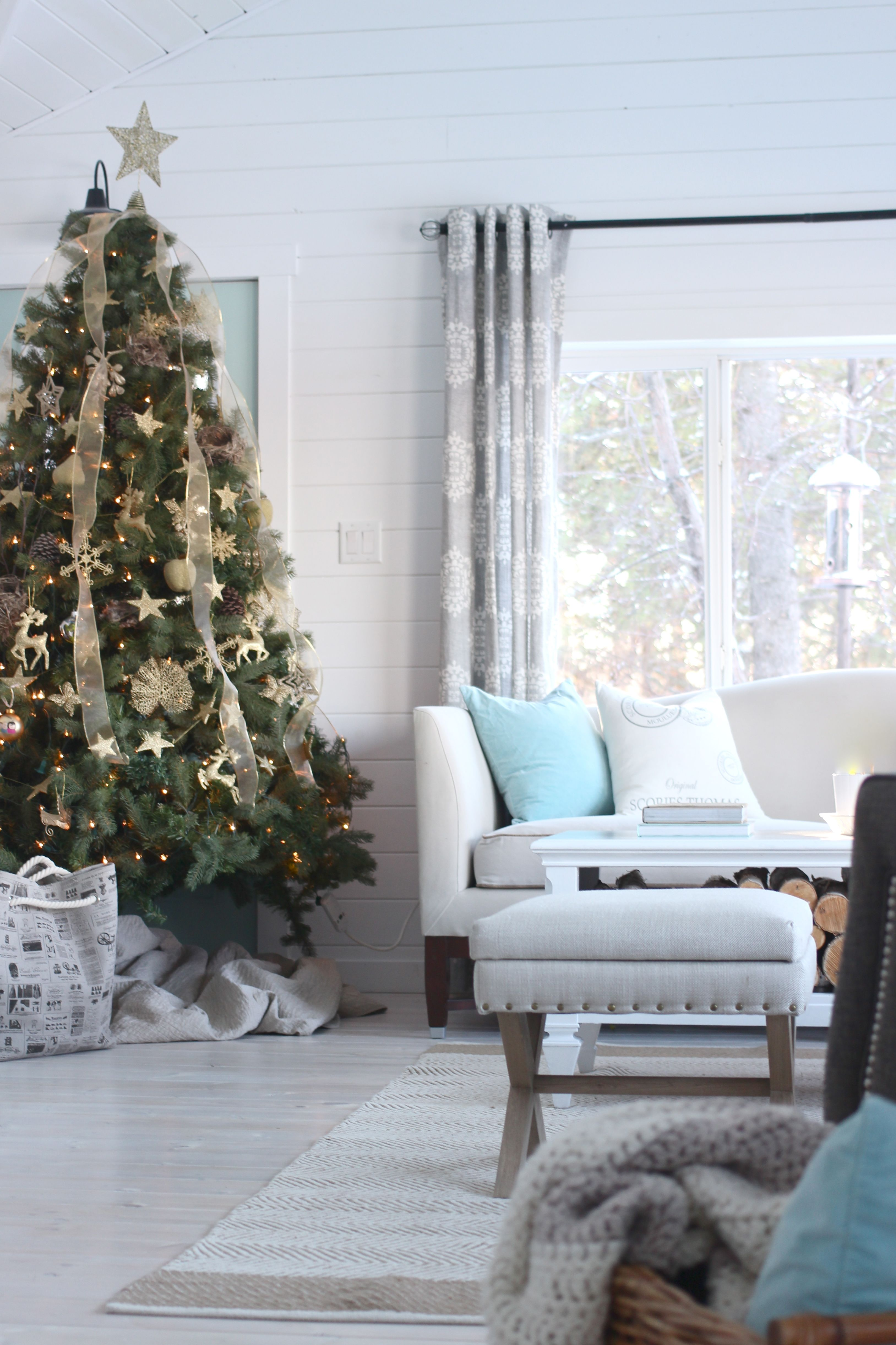 The Homemade Farm Christmas Home Tour: Simple Farmhouse Style ...
