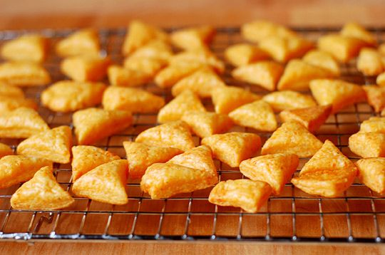 These rival Goldfish. I'd like to make with a gouda-parmesan blend and sprinkled with sea salt!