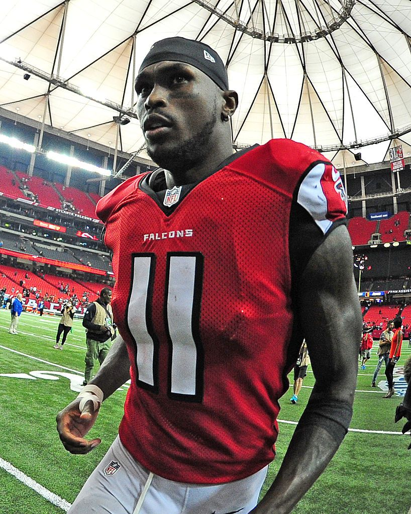 Julio Jones Of The Atlanta Falcons Heads Off The Field After The Game Julio Jones Atlanta Falcons Georgia Dome