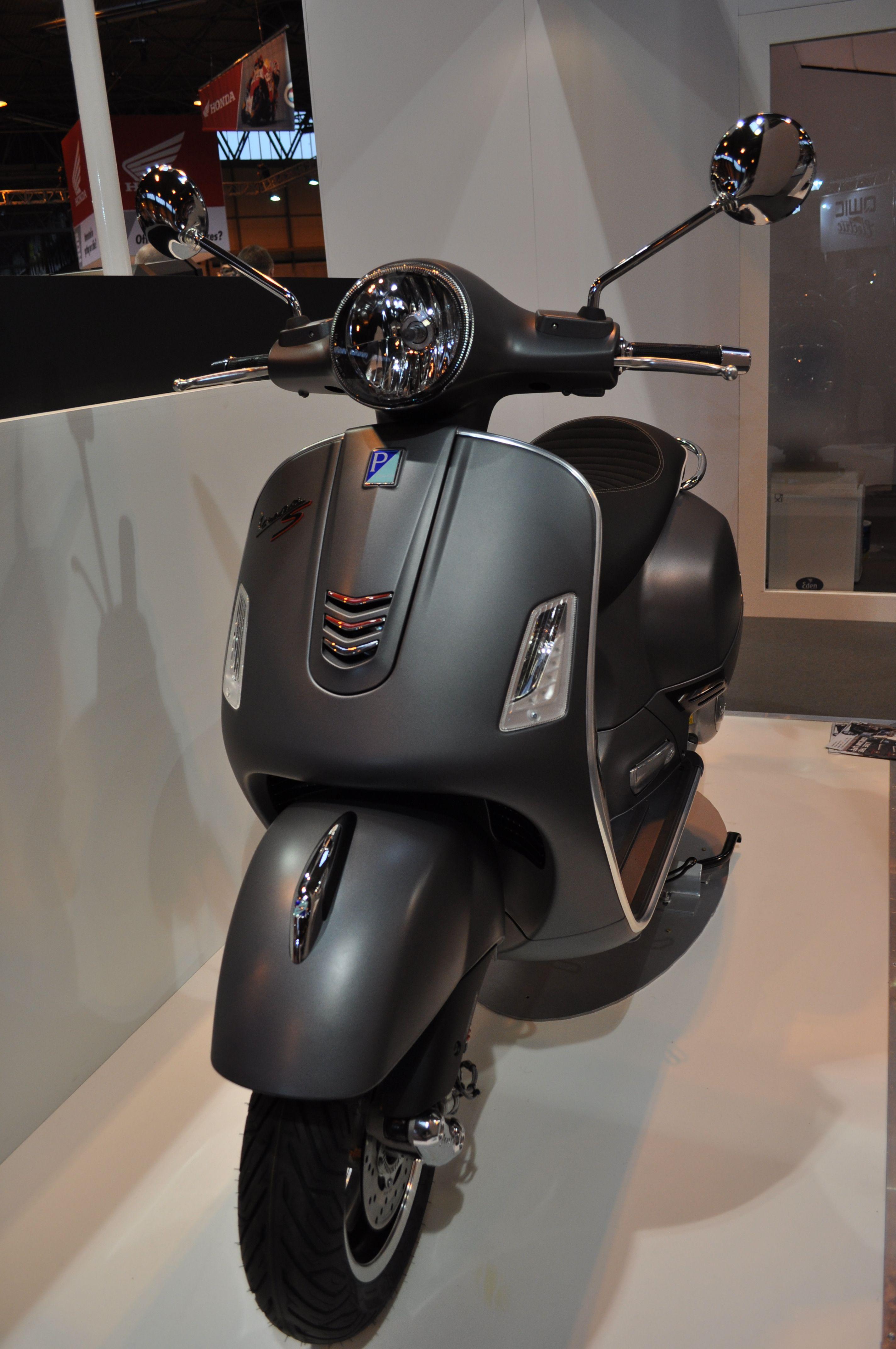 Vespa GTS 300 SUPERSPORT scooter
