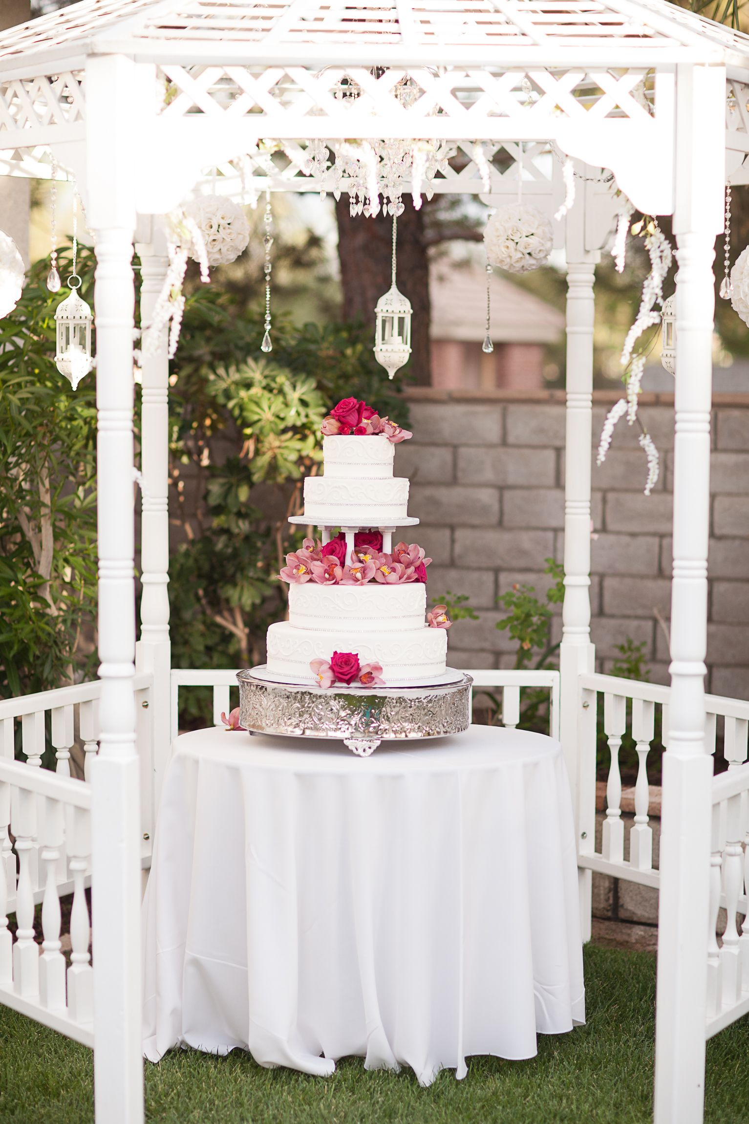 Gazebo For The Wedding Cake Hang A Crystal Chandelier From The Center Point Along With Long White Gazebo Decorations Gazebo Wedding Decorations Gazebo Wedding