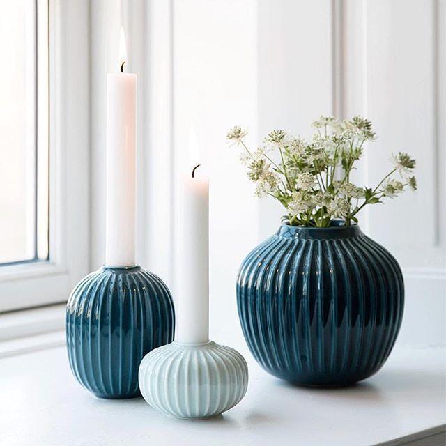 """""""Hammershøi"""" serien til Kähler Design har kommet med vaser og lysestaker. Tidsriktig design som passer i alle hjem. Nyt kvelden #rafens #kähler #hammershøi"""