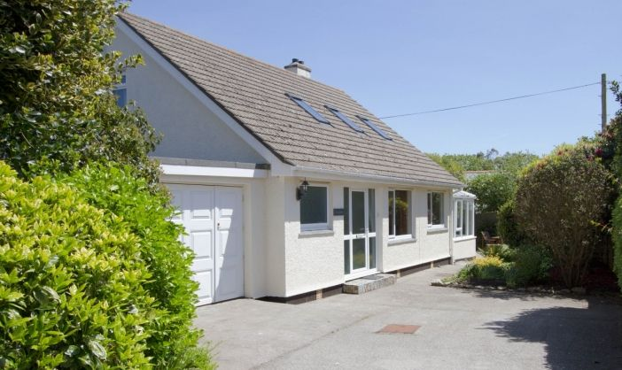 Trembath Dogs Pets Welcome At This Comfortable Self Catering Property In Mawnan Smith Near Falmouth Cornwall Dog Friendly Garden Holiday Home Property