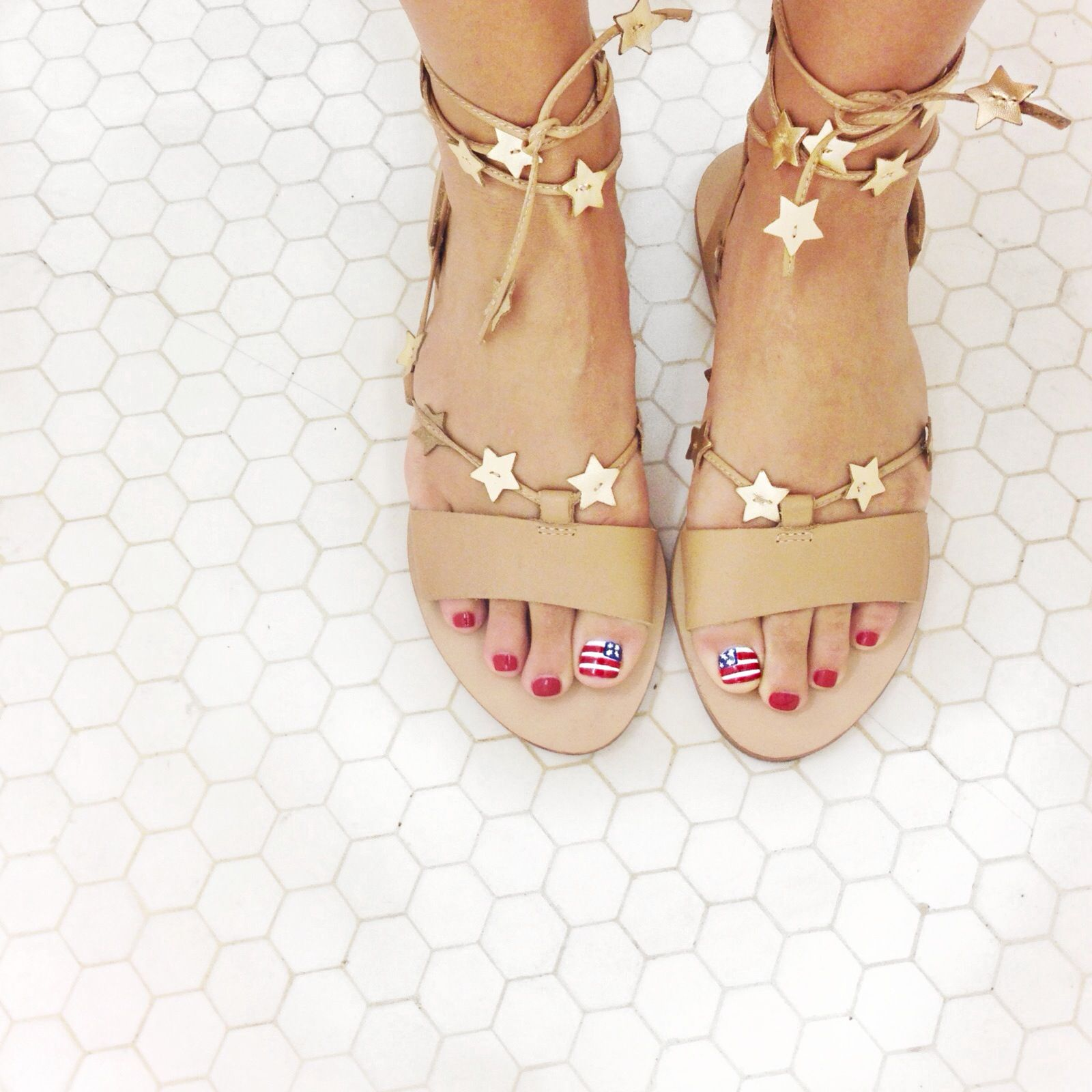 Currently Craving: Red, White, and Blue | Schuhtrends, Süße