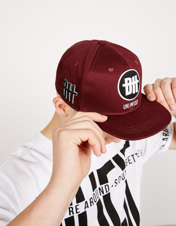 Gorra bordado lateral. Descubre ésta y muchas otras prendas en Bershka con… 86ba5ee28b2
