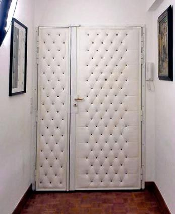 Capitonner Sa Porte Cest Possible Même Avec Une Serrure Haute - Porte placard coulissante jumelé avec portes blindées tordjman