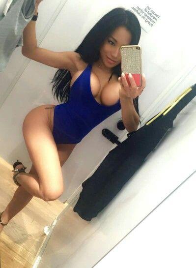 beautiful ladies selfies : Photo