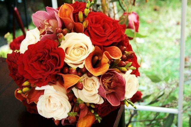 Ein Herbstlich Gestalteter Brautstrauss Blumen Pinterest
