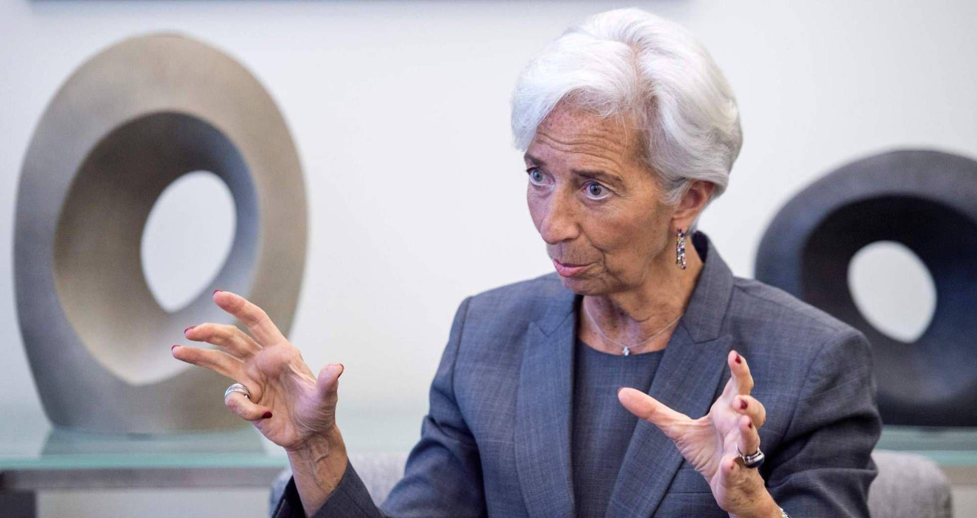 El FMI destaca la desigualdad en Estados Unidos y pide a Francia más medidas para reducir el déficit y crear empleoANTONIO MAQUEDALa directora gerente del FMI, Christine Lagarde.La directora gerente del FMI, Christine Lagarde. PAUL J. RICHARDS AFPEl Fondo Monetario Internacional continúa con su labor de Pepito Grillo de los asuntos económicos. Y esta vez le ha tocado el turno a Estados Unidos y Francia. Sobre la economía estadounidense, el...