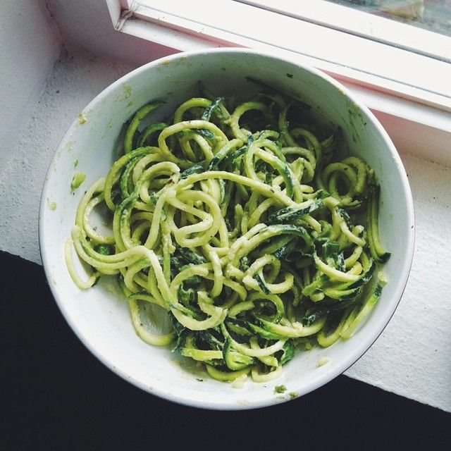 Yay for zoodles!! I wanna have this every day. One spiralized zucchini with mashed avocado, tahini, lemon juice, and green onion. Perfect combo -Sami #Padgram