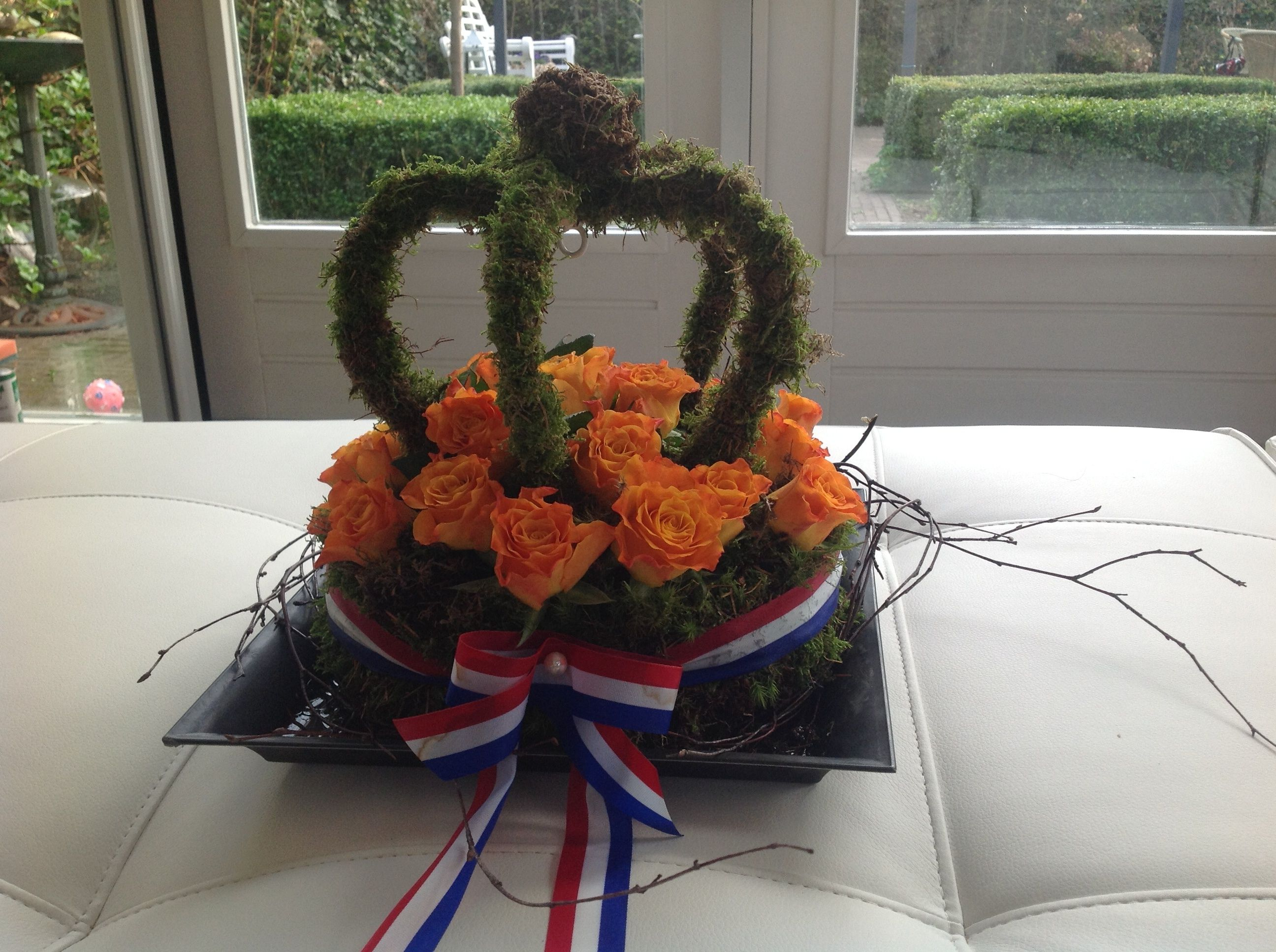 Royal day. Cover round oasis with moss, ribbon around it and roses …
