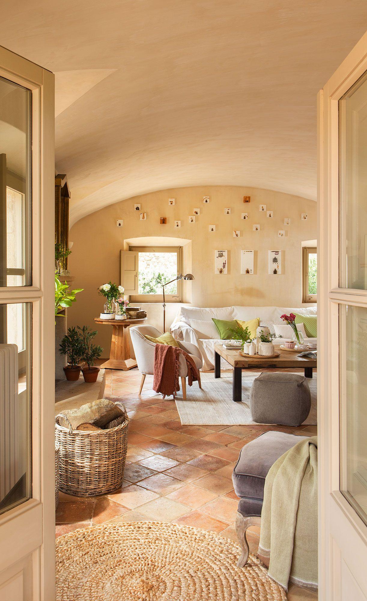 Sal n r stico con techo abovedado y suelo de barro - Pisos con encanto madrid ...