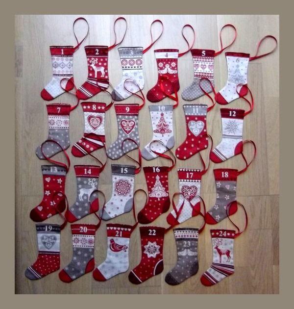 Calendrier de l'Avent 24 chaussettes de Noel rouge et taupe motifs scandinav... - #calendrier #Chaussettes #de #l39avent #motifs #Noël #rouge #scandinav #taupe #calendrierdel#39;aventdiy