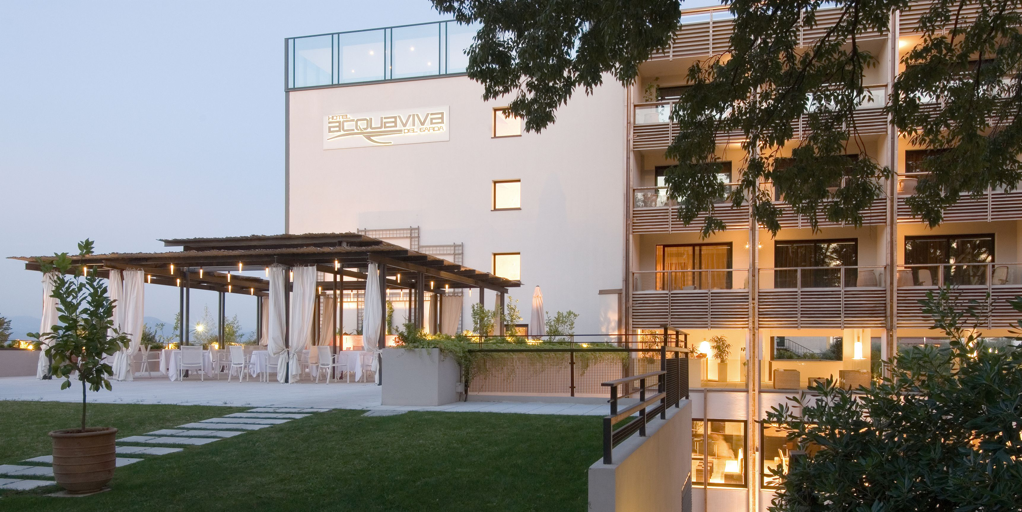 last minute hotel Desenzano. Your Garda Lake vacations at the Acquaviva Hotel. http://www.hotelacquaviva.it/pacchetti-offerte-benessere-lago-di-garda.asp/lang_en/packages-offers.html