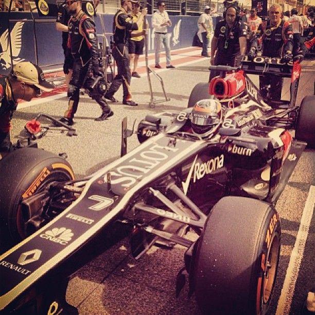 2 de 3 del equipo Lotus en el Gran Premio de Bahrein. #kimi #raikkonen #gpofbahrein #f1 #lotus #team