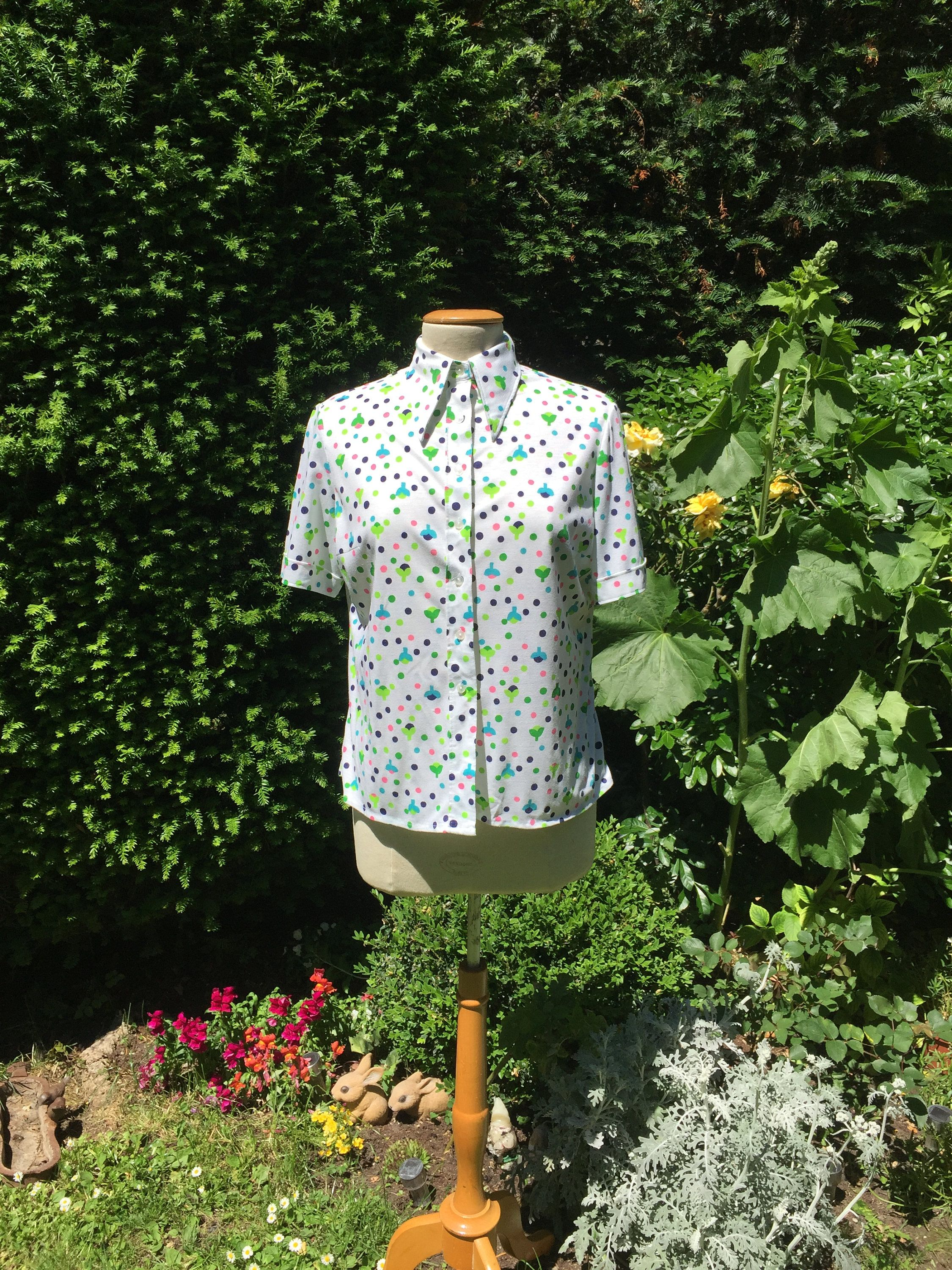 Size medium Fun and cute vintage shirt. Funky vintage 1970/'s cotton short sleeves blouse with flowers and spots by Clavi\u00e8res Paris