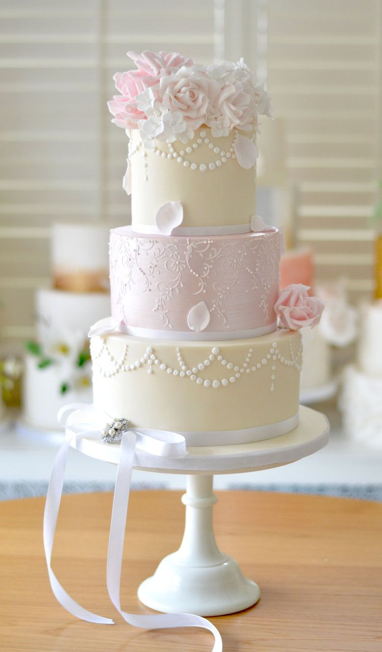 Shabby Chic Wedding Cake Design With Pearls And Avalanche Roses Weddingcake Vin Shabby Chic Wedding Cake Wedding Cakes With Flowers Sugar Flower Wedding Cake