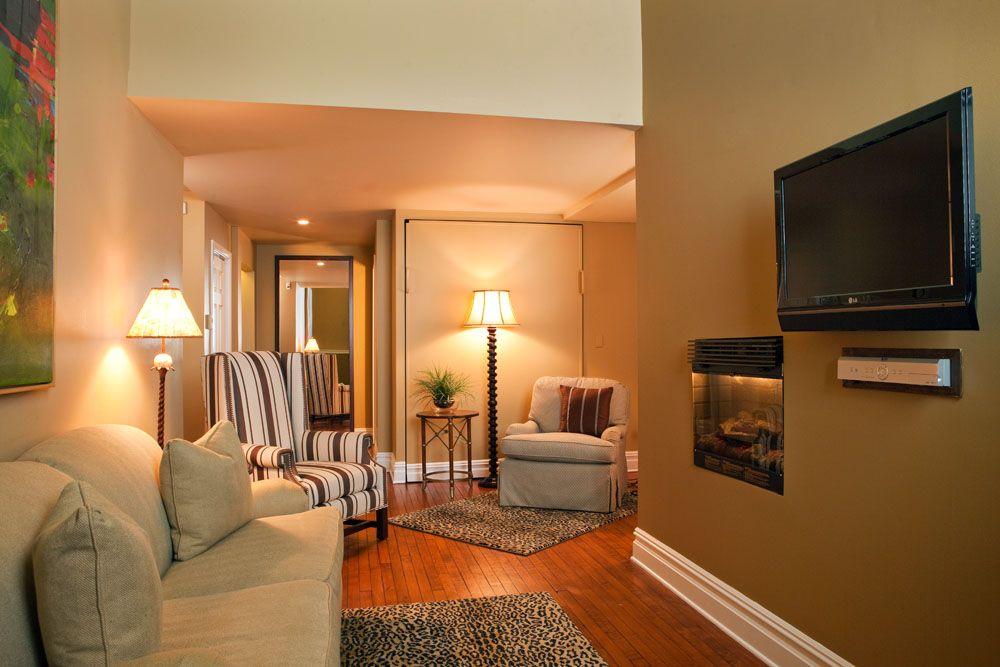 Rent Sharemyspace Suite Philadelphia Our Queen Loft Suite Is A