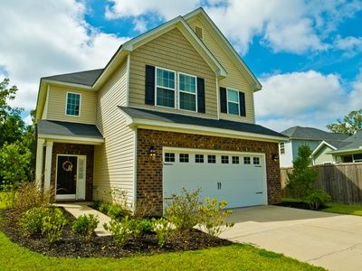 For Sale 189 000 Located In The Highly Desireable Neighborhood Of The Abbey At Spring Grove This Gorgeous Home Is Sure Make House Styles Moncks Corner Home