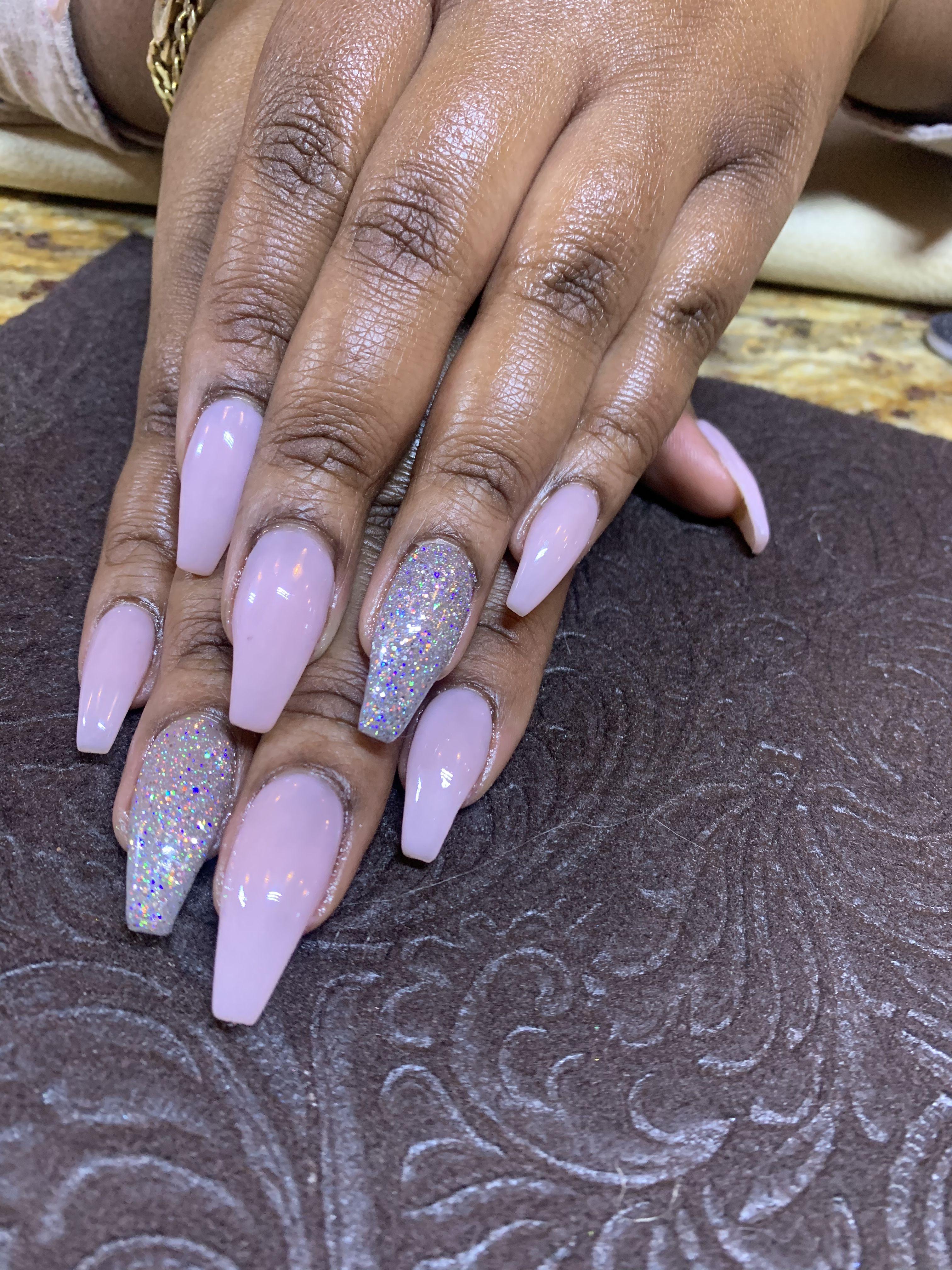 #nails #coffinnails #acrylicnails #glitter #glitternails #nailart #accentnails #pinknails #naildesigns #brownsugarnailspa