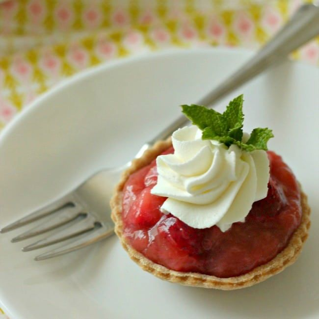 Strawberry Rhubarb Tarts: the perfect summer dessert – Baking A Moment