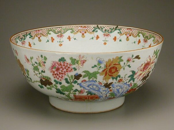 CHINESE EXPORT FAMILLE ROSE PORCELAIN BOWL Qianlong Period, third quarter of the…