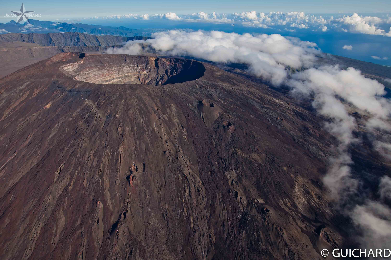 Piton De La Fournaise Volcano Reunion Continuous Eruption 1920 Reunion Island Volcano Photos Island Tour