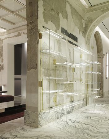 Antonia boutique vincenzo de cotiis palazzo cagnola for Milano design shop