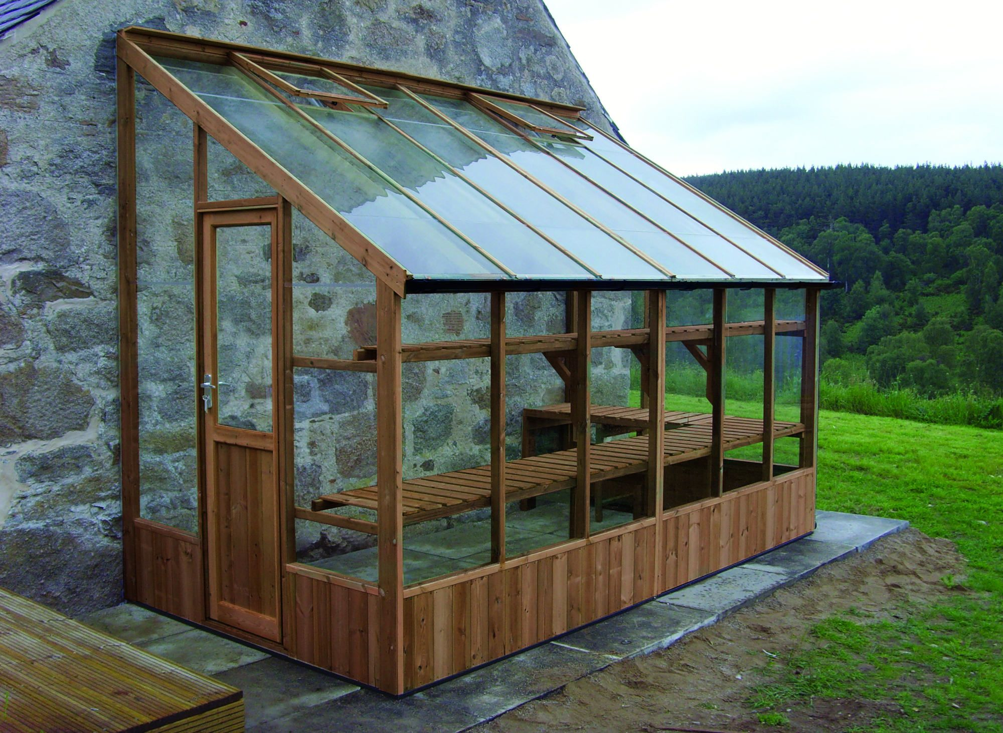 Pin de sandy proulx en patios greenhouses outdoor for Estufas para invernaderos