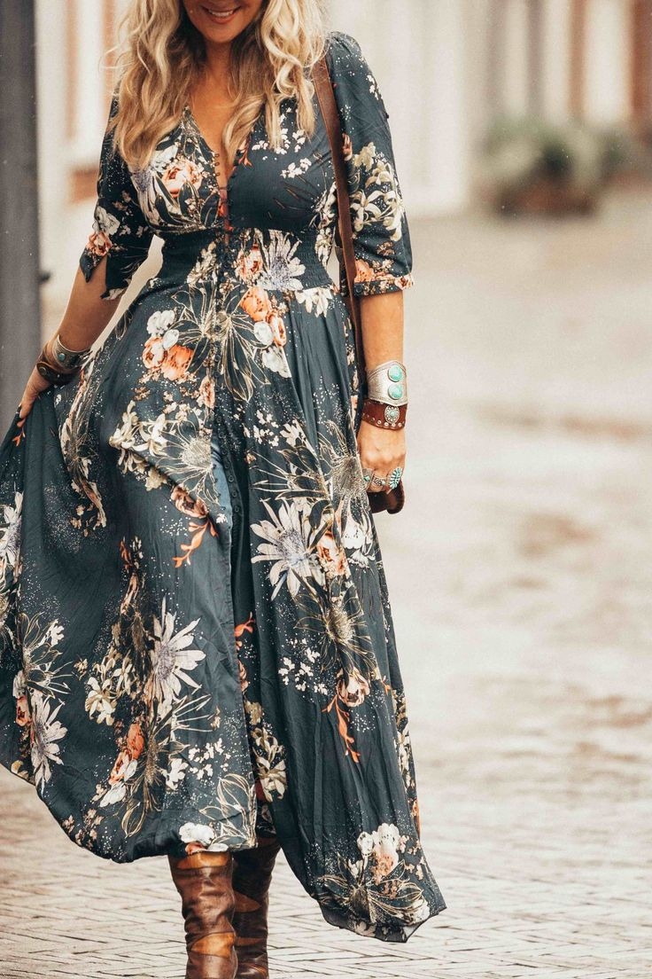 Are you ready for the best boho-chic maxi dress ever! Get the look