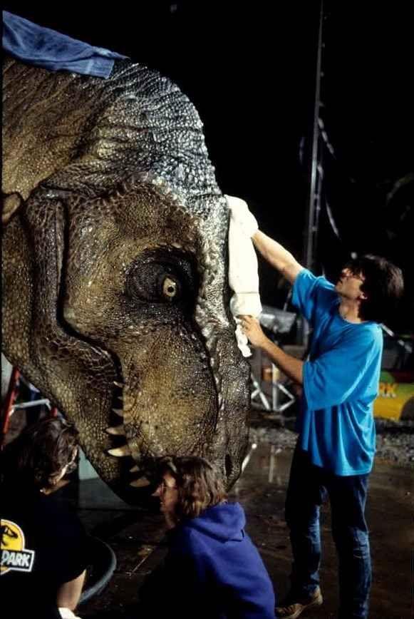 17 Ultrarare Photos From The Set Of The Original Jurassic Park Jurassic Park Movie Jurassic Park 1993 Jurassic Park Si eres fanático de dinosaurios de la franquicia de jurassic park y el juego del parque ps2, es probable que también tengas una experiencia agradable y muy enriquecedora jugandolo. jurassic park 1993