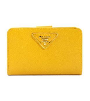 78d7935105c4 プラダスーパーコピーPRADA SAFFIANO TRIANG 三角ロゴプレート 二つ折財布 イエロー&ゴールド 1M1225ZLR215