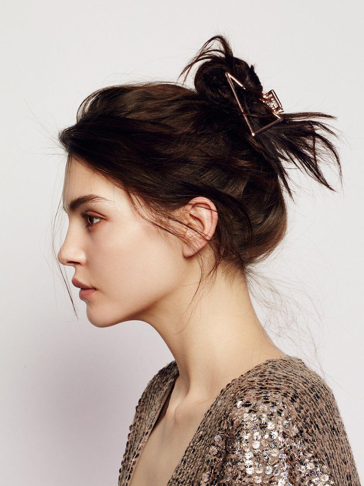 Simple Metal Claw In 2020 Metallic Hair Clip Hairstyles Long Hair Styles