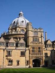 Billede fra http://upload.wikimedia.org/wikipedia/commons/thumb/8/81/Oxford_Brasenose_College.jpg/185px-Oxford_Brasenose_College.jpg.