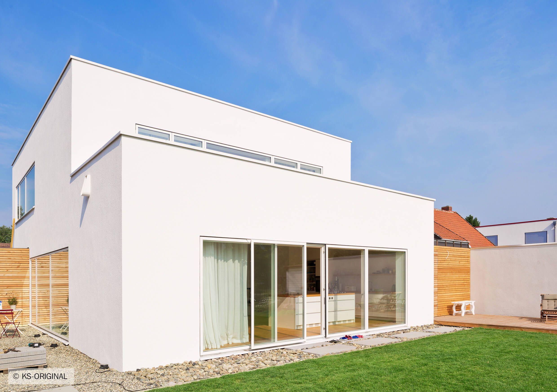 Ks Original Zum Garten Und Zu Den Seiten Hin Wurden In Beiden Geschossebenen Grosszugige Teils Bodentiefe Fensterflachen Verbaut Baustil Haus Style At Home