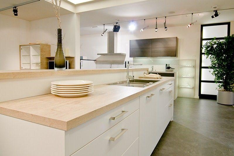 cuisine contemporaine blanche mat plan de travail bois massif
