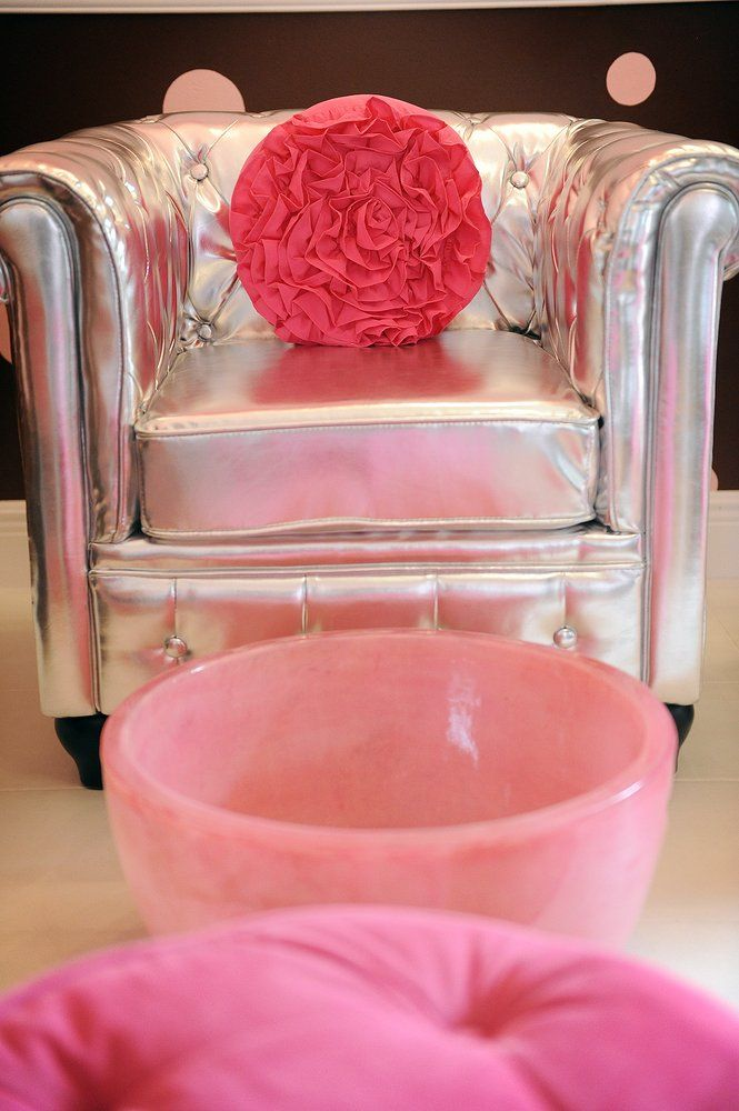 Fresh Beauty Studio's Pedicure chair and pink bowl